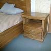 Кровати и прикроватные тумбы